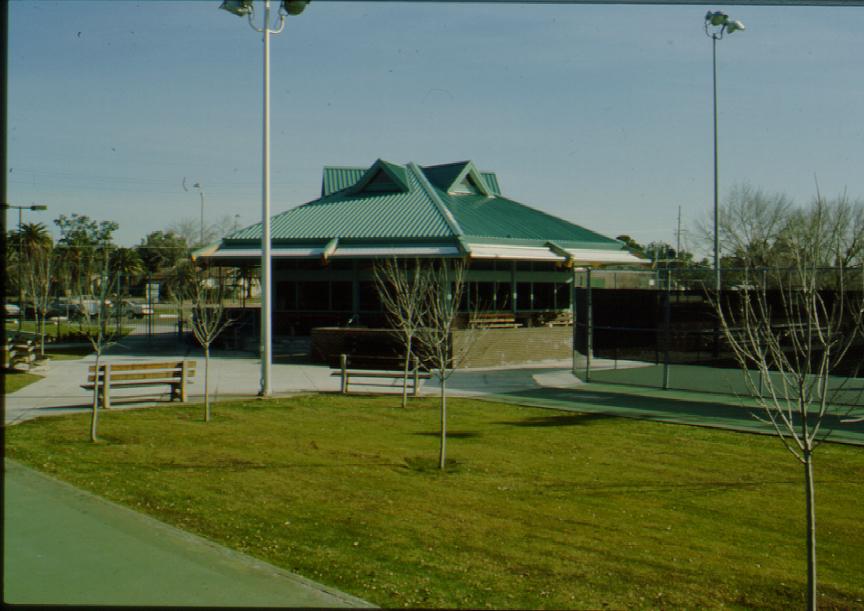 Rand-Tennis-exterior-view-across-lawn